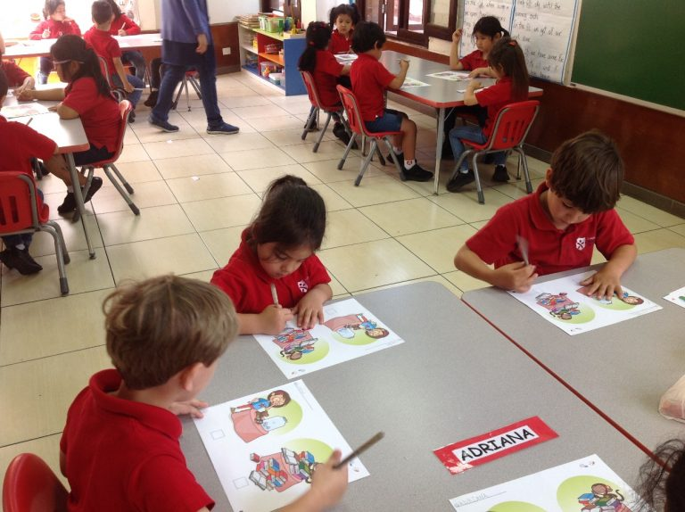 Pre Kínder: En clase pintando